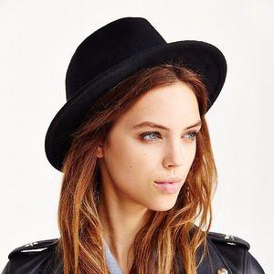 Felt Slouch Black Hat